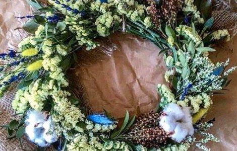 Веночек на голову из живых цветочков
